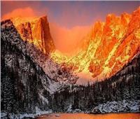 «مشهد خلاب».. شروق الشمس في منتزه جبال «روكي»