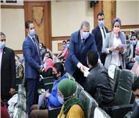 وزير القوى العاملة يسلم 53 عقد عمل لأصحاب الهمم
