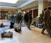 الولايات المتحدة.. عناصر الحرس الوطني ينامون في أروقة مبنى الكونجرس