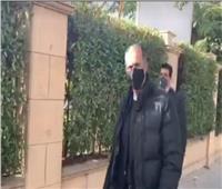 لحظة وصول جمال مبارك وأحمد عز لجنازة «صفوت الشريف» | فيديو