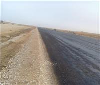 جهاز ٦ أكتوبر الجديدة يتابع أعمال الرصف الجارية لطريق شمال المطار