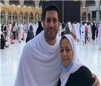 حسن الرداد يفتح ألبوم ذكريات والدته ويطلب الدعاء لها | صور