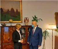 سفير مصر ببودابست يلتقي وزيرة الدولة المُشرفة على برنامج المنح والتدريب