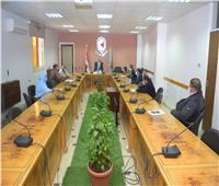 رئيس جامعة سوهاج يلتقي استشاري فرق الحاضنات التكنولوجية «انطلاق»