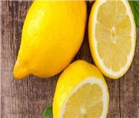 الليمون لأظافر أكثر أنوثة
