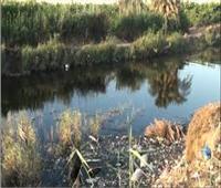 يضخ 9 آلاف متر مكعب سموم يومياً فى النيل.. والأهالى : «محدش بيحل»