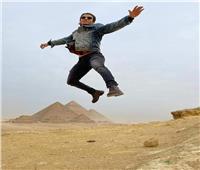 «علاء الدين» المصري يروج للأهرامات بطريقته الخاصة