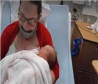 سيدة تضع مولودها بعد 10 أيام من معرفة حملها | صور