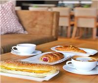 فطارك عندنا.. سندوتش جبنة رومي وفنجان قهوة فرنساوي