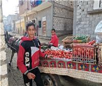 الطفل بائع الخضروات بالمنيا: لي سمعتي بالشادر وأدينا بنكافح في الدنيا