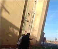 كسر بخط الطرد 1000 الخاص بمحطة الرفع الرئيسية للصرف الصحي في ملوي