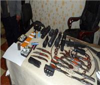 ضبط 14 متهمًا بحوزتهم أسلحة بيضاء ونارية ومخدرات في الإسماعيلية