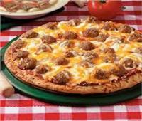«خطوة بخطوة».. طريقة تحضير البيتزا بالكفتة