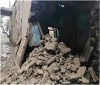 «المعمل الجنائي» ينتقل لمعاينة موقع انهيار عقار في المنيا