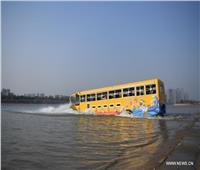 حافلة نقل ركاب تتحول إلي سفينة بحرية بالصين.. صور