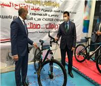 وزير الشباب والرياضة يسلم دراجات المرحلة الثالثة من مبادرة «دراجتك.. صحتك»