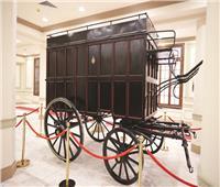 «الاتصالات» تستعير أقدم مركبة لنقل البريد
