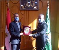 محافظ الاسماعيلية يكرم وكيل وزارة الصحة السابق