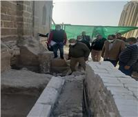 «الآثار» تتفقد ترميم أضرحة آل البيت بقرية البهنسا