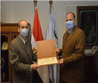 محافظ أسيوط يكرم اللواء دكتور حسين الجندي السكرتير العام السابق