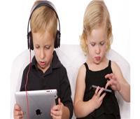 مخاطر جلوس الأطفال أمام الأجهزة الإلكترونية لفترات طويلة