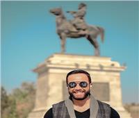 تامر شلتوت ينشر صورا من جلسة تصوير في ميدان العتبة