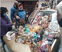 «سوق الأنتيكات».. ملتقى عشاق التراث النادر