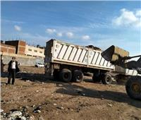 رئيس قويسنا يتابع أعمال وحدةرفع تجمعات القمامة من محطة المناولة  صور