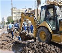محافظ أسوان يتفقد أعمال إصلاح خط مياه الشرب الرئيسي