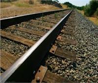 من أجل الشهرة وتصوير دقيقة مثيرة يلقى حتفه تحت عجلات القطار