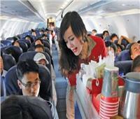 شاهد| مضيفة تحذر من تناول عدد من المشروبات على متن الطائرة