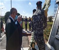 عيد الشرطة| محافظ بورسعيدومدير الأمن يضعان الزهور على النصب التذكاري