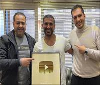 أحمد سعد يحتفل بحصوله على درع «يوتيوب» الذهبي