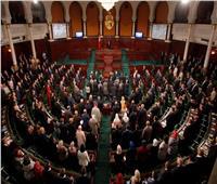 عاجل.. محتجون تونسيون يصلون إلى محيط البرلمان
