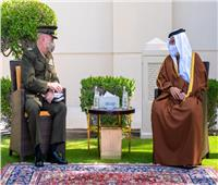 ولي العهد البحريني يلتقي قائد القيادة المركزية الأمريكية