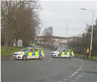مجهولون يلقون قنبلة على مصنع لإنتاج لقاح كورونا في بريطانيا