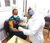 محافظ البحر الأحمر يشهد تطعيم الأطقم الطبية بلقاح كورونا