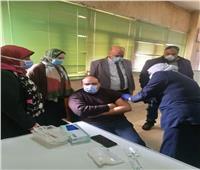 تطعيم الأطقم الطبية بمستشفى حجر كفر الدوار بلقاح كورونا