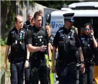 الشرطة البريطانية تعتقل رجلا أرسل طردا مشبوهًا لصنع لقاحات كورونا
