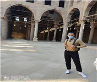 بالفيديو.. وصفها بأنها أعظم مكان في الأرض.. مدون من التشيك يدعو سياح العالم لزيارة الأهرامات