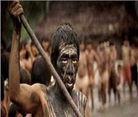 حكايات  قبيلة تكرم الموتى بتناول جثثهم.. تحويل العظام لأدوات مطبخ