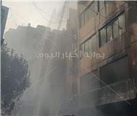 السيطرة على حريق سوق التوفيقية عقب الدفع بـ15 سيارة إطفاء | فيديو وصور
