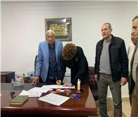 لمدة 3 مواسم.. أحمد نادر السيد يوقع على عقود رسمية لـ«الزمالك»