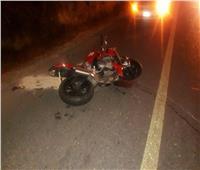 إصابة 3 شباب في انقلاب دراجة نارية بواحة الفرافرة