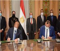 وزيرا الصناعة والانتاج الحربي يشهدان اتفاقية تصنيع الأوتوبيسات الكهربائية