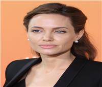 مفاجآت في حقيبة يد أنجلينا جولي.. كوميديا غير متوقعة «فيديو»