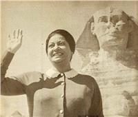 صور | أم كلثوم تعود للترويج للسياحة المصرية من أمام الأهرامات
