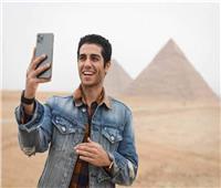 مينا مسعود يزيح الستار عن بوستر فيلمه المصري «في عز الضهر»