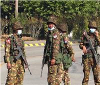 حكام ميانمار العسكريون يحجبون «فيسبوك» مع تصاعد المعارضة للانقلاب