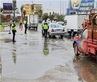 «الداخلية جاهزة».. رجال الشرطة يواجهون سوء الأحوال الجوية| صور